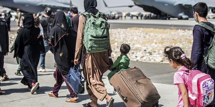 اخبار از افغانستان: مهلت بایدن برای خروج آمریکا در حالی متوقف شده است که لهستان تخلیه هواپیماها از فرودگاه کابل را متوقف کرده است.