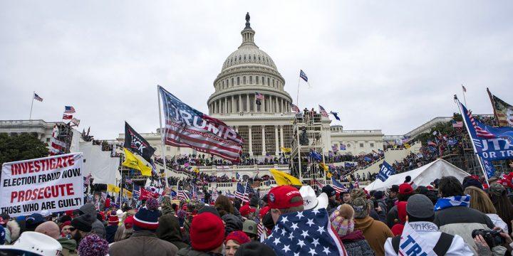 ترامپ پس از انتشار اسناد بایدن در کمیسیون تحقیق در مورد حمله به کنگره در 6 ژانویه ، دادگاه را تهدید می کند